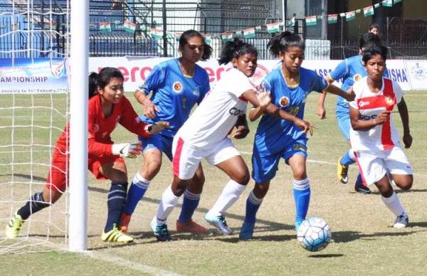 """সব খেলার সেরা বাঙালির """"মহিলা ফুটবল"""""""