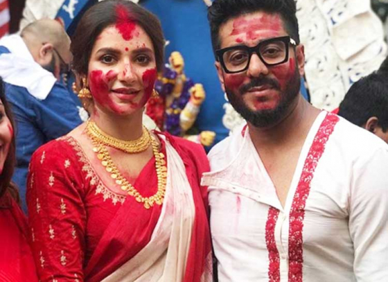 Tolly divas greet Debi Durga