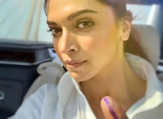 Deepika Padukone seen flaunting her inked finger