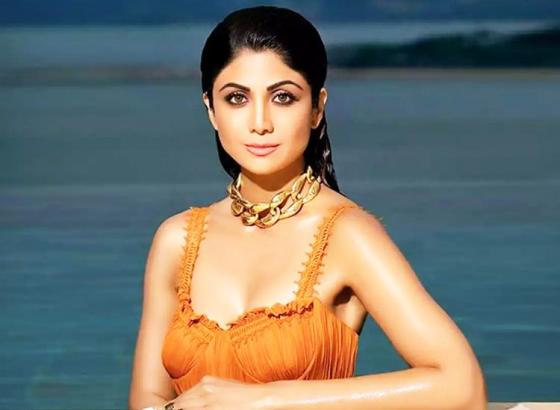 Shilpa Shetty Surprises her Fans!