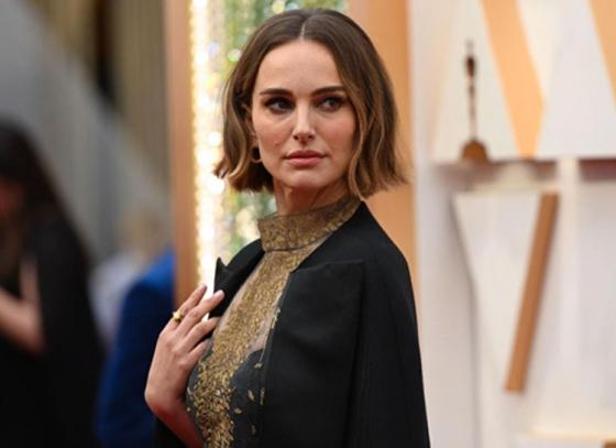 Natalie Portman's dress steals the show