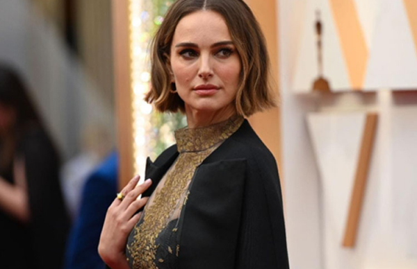 Natalie Portman's dress steals the show